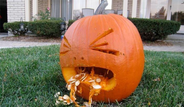 cute-pumpkin-carving-ideas-easy-pumpkin-throwing-up